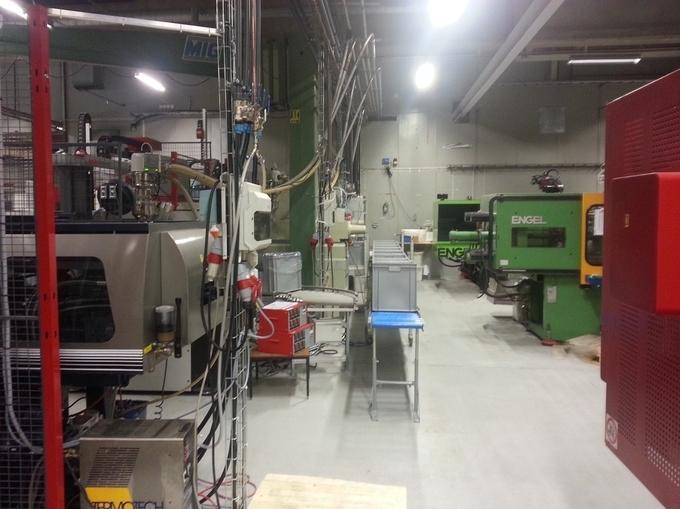 Formsprutade plastdetaljer i formsprutningsmaskiner