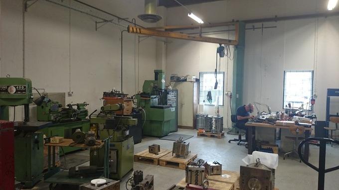 Egen verkstad för underhåll och bearbetning av verktyg för formgjutning av plastdetaljer